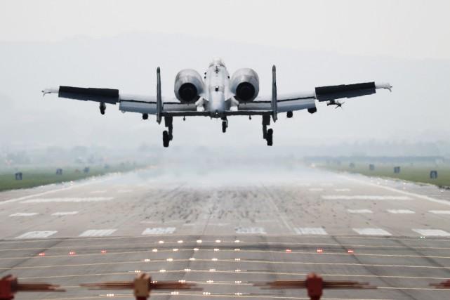 Un A-10 Thunderbolt de l'armée de l'air américaine.... (Photo archives Agence France-Presse)