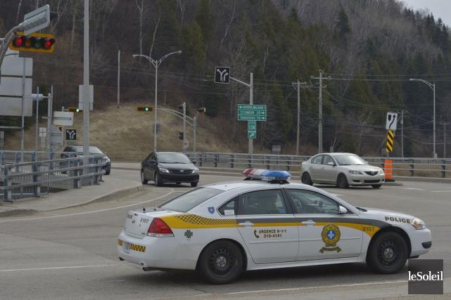 Il y aura beaucoup, beaucoup de policiers pour patrouiller les routes entre... (PHOTO PASCAL RATTHÉ, LE SOLEIL)