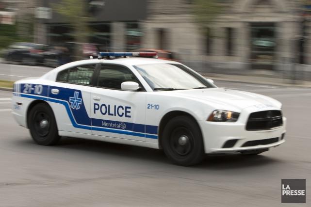 Les policiers indiquent qu'aucun blessé et aucun suspect... (PHOTO ROBERT SKINNER, ARCHIVES LA PRESSE)