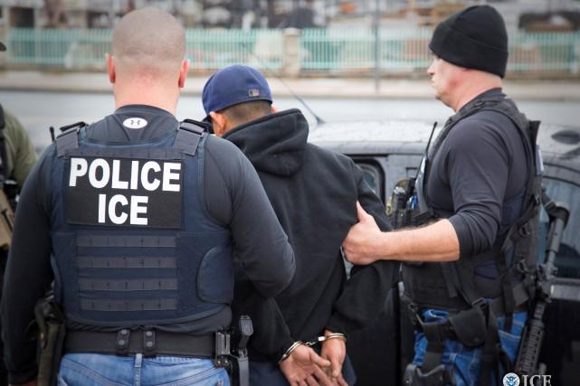 Les services d'immigration et de douane des États-Unis... (PHOTO ARCHIVES REUTERS)