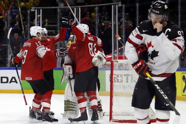 Les joueurs suisses célèbrent leur victoire face au... (Photo Grigory Dukor, REUTERS)