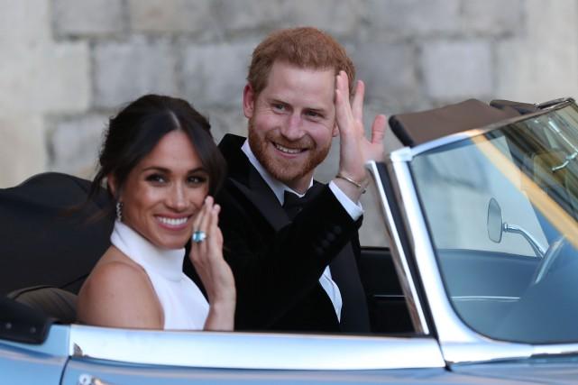 Harry a conduit lui-même la mariée au manoir... (Photo Steve Parsons, Agence France-Presse)