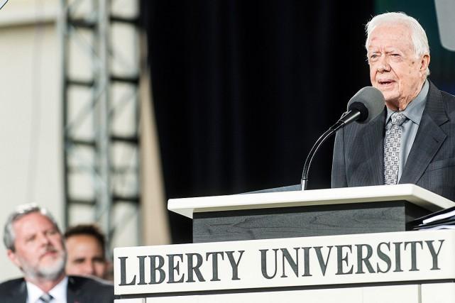 Jimmy Carter se vante d'attirer de plus grandes foules que Trump