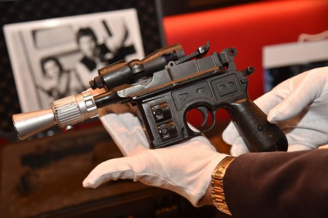 Ce faux pistolet d'une quarantaine de centimètres, fait... (Photo Hector Retamal, Agence France-Presse)