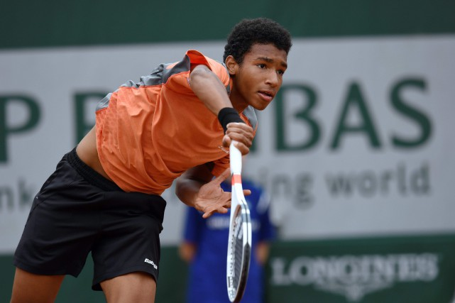 Félix Auger-Aliassime, au tournoi junior de Roland-Garros, en... (Photo Miguel Medina, archives AFP)