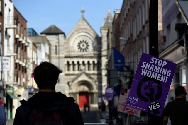 irlande l 39 glise catholique discr te avant le r f rendum sur l 39 avortement julien lagache europe. Black Bedroom Furniture Sets. Home Design Ideas