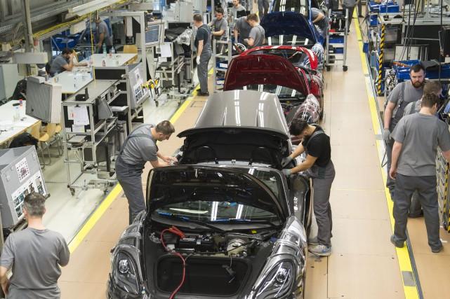 Le secteur automobile en Amérique du Nord est... (ARCHIVES AFP)