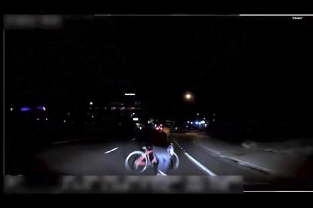Cette image prise par une caméra embarquée montre... (photo Police de Tempe, via AP)