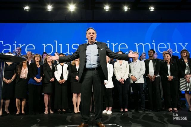 François Legault devant ses partisans au congrès national... (PHOTO MARTIN TREMBLAY, LA PRESSE)