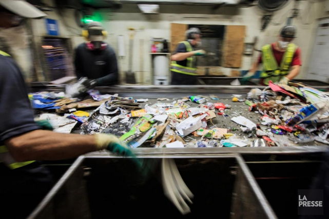 Le ministère de l'Environnement et Recyc-Québec mèneront mercredi... (PHOTO EDOUARD PLANTE-FRÉCHETTE, ARCHIVES LA PRESSE)