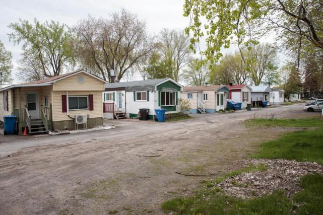 Parcs de maisons mobiles bonheur fragile petit prix yvon laprade immobilier for Maison mobile prefabriquee prix