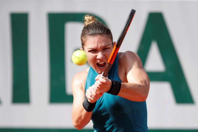 Simona Halepaffrontera au prochain tour la Belge Elise... (PHOTO REUTERS)