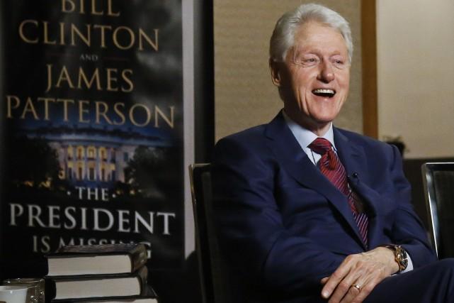 Bill Clinton fait la promotion de son nouveau... (Photo Bebeto Matthews, Associated Press)
