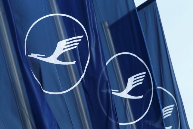 Lufthansa a retiré des réseaux sociaux un clip promotionnel vantant ses vols... (PHOTO ARCHIVES REUTERS)