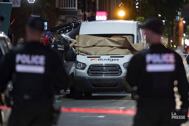Les enquêteurs du SPVM étaient sur place hier... (Olivier Jean, archives La Presse)