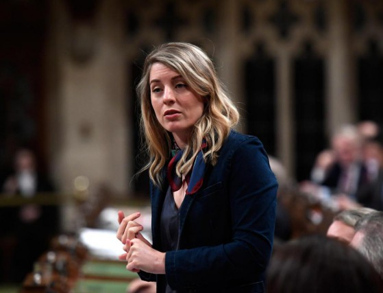 Ottawa et sa ministre du Patrimoine Mélanie Joly... (photo justin tang, archives la presse canadienne)