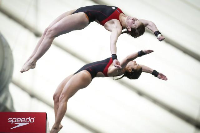 Caeli McKay (en haut) et Meaghan Benfeito... (Photo Jeff McIntosh, archives PC)
