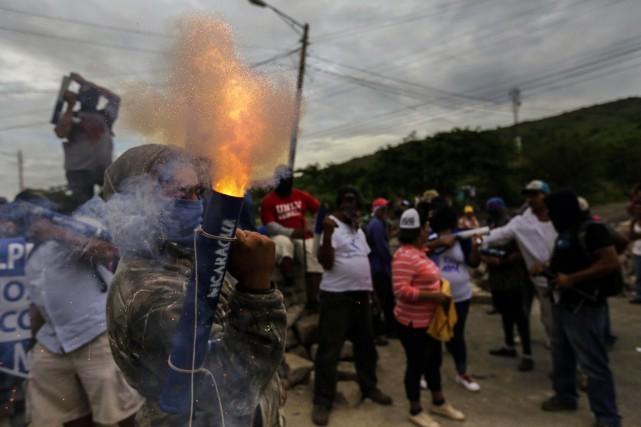 Selon la presse locale, des groupes armés ont... (Photo Inti Ocon, Agence France-Presse)