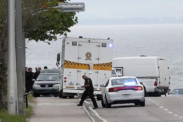 La Sûreté du Québec interroge présentement un homme qu'elle a arrêté ver 14 h... (PHOTO ROBERT SKINNER, LA PRESSE)