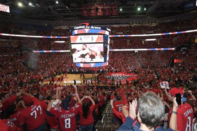 Les partisans rassemblés dans le Capital One Arena,... (PHOTO Nick Wass, AP)