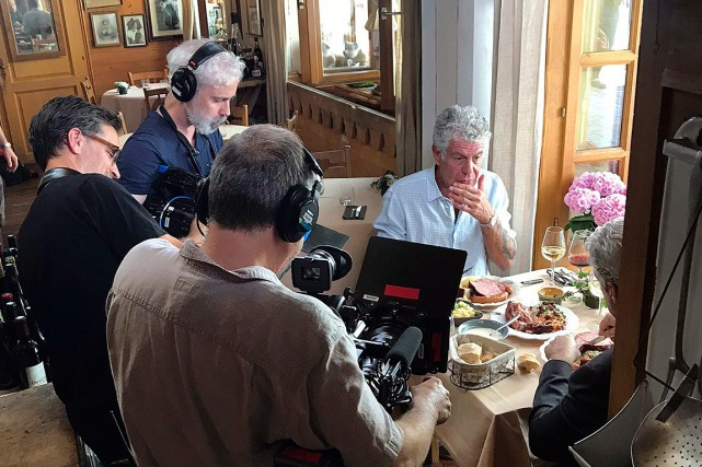 Sur cette photo prise le 4 juin, Anthony Bourdain... (PHOTO ETIENNE BUTTERLIN, ASSOCIATED PRESS)