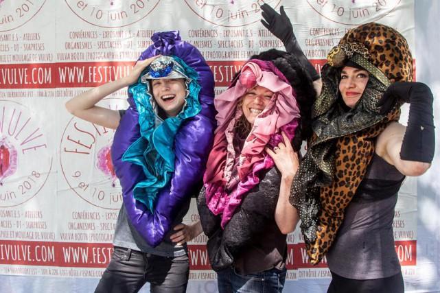Les mascottes du Festivulve: VulveCosmique,VulveBurlesque (incarnée par la... (Photo fournie par leFestivulve)