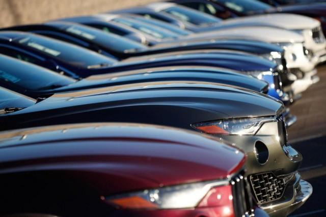 «Certains concessionnaires automobiles offrent des rabais substantiels aux... (ARCHIVES AP)