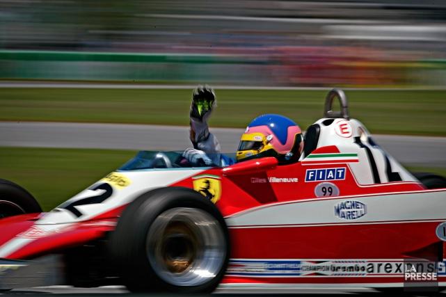 Jacques Villeneuve a piloté la Ferrari de son... (PHOTO OLIVIER JEAN, LA PRESSE)