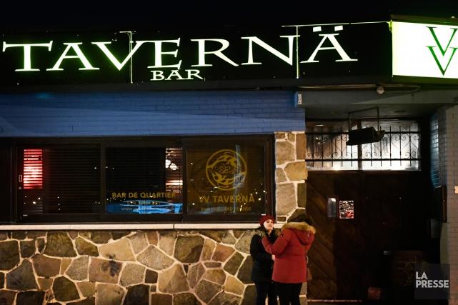 Naomie Lavallée Durand travaille à la VV Taverna tout en se préparant pour le... (Photo Bernard Brault, archives La Presse)