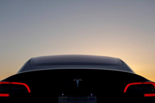 Tesla tente de mettre un frein à ses... (photo REUTERS)