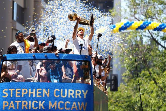 Stephen Curry, Kevin Durant et compagnie ont tour... (PHOTO REUTERS)