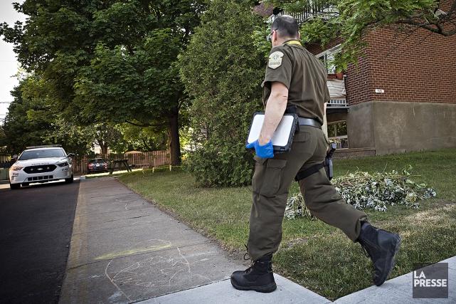 Un technicien en scène judiciaire de la SQ... (Patrick Sanfaçon, La Presse)