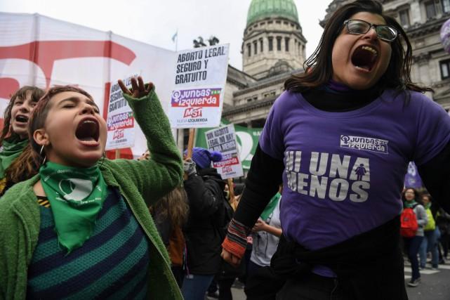 Actuellement, l'avortement n'est possible légalement qu'en cas de... (Photo Eitan Abramovich, Agence France-Presse)