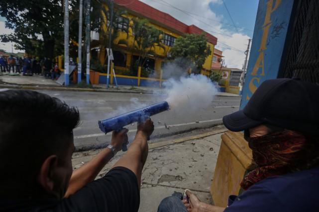 Traversé par une profonde crise économique et sociale,... (Photo Alfredo Zuniga, Associated Press)
