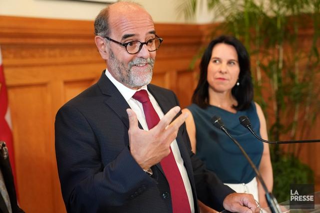 Serge Lamontagne avec la mairesse Valérie Plante, lors... (André Pichette, La Presse)