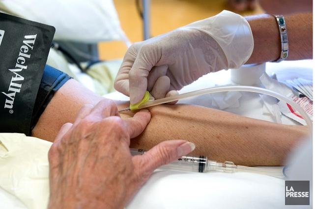 Pas moins de 1000dons de sang par jour... (PHOTO ALAIN ROBERGE, ARCHIVES LA PRESSE)