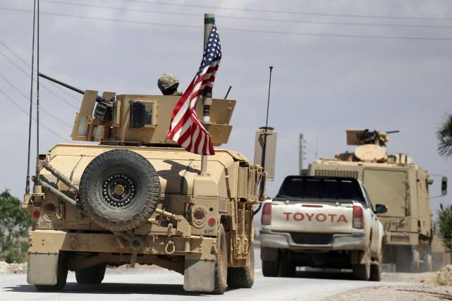 Un véhicule militaire arborant le drapeau américain en... (Photo Aboud Hamam, archives REUTERS)