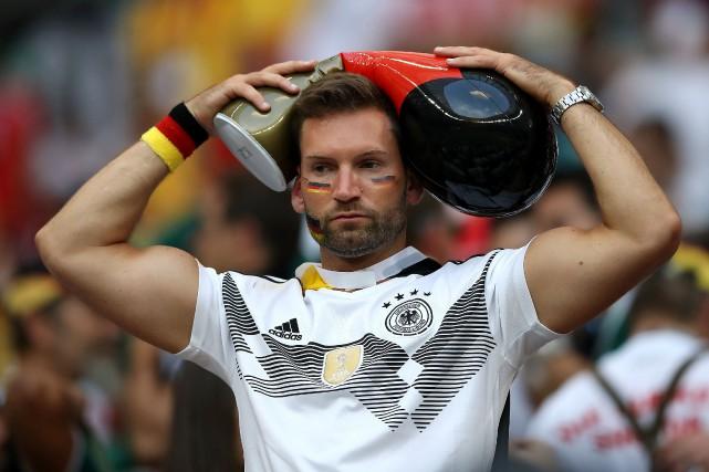Ce partisan allemand semble se demander si les... (REUTERS)