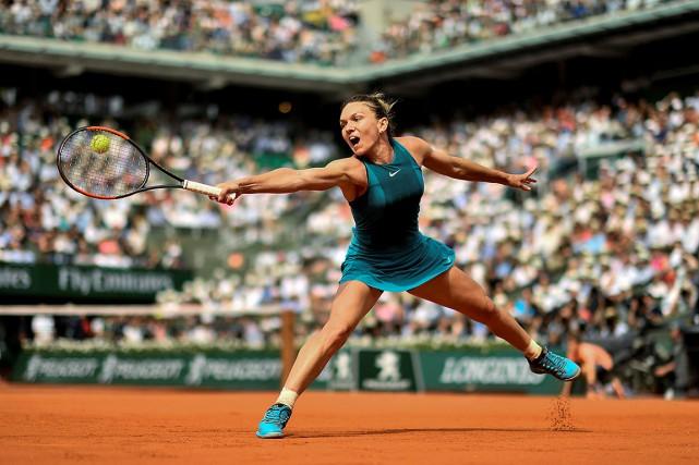 Simona Halep en action lors d'un match contre... (CHRISTOPHE SIMON, archives AFP)