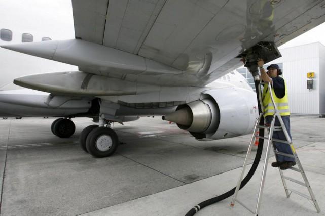 La quantité de carburant qui doit être chargée... (Photo Denis Balibouse, archives Reuters)