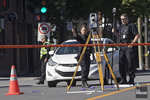Un périmètre de sécurité a été érigé pour... (Patrick Sanfaçon, La Presse)