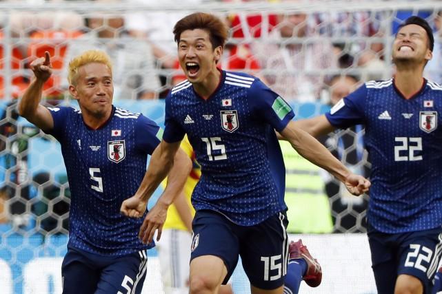 Yuya Osako (au centre) célèbre avec ses coéquipiers... (Photo Jack Guez, AFP)