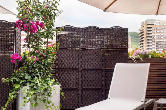 Cube IV Ciment de la collection Capi Europe... (PHOTO FOURNIE PAR ALPHAPLANTES)