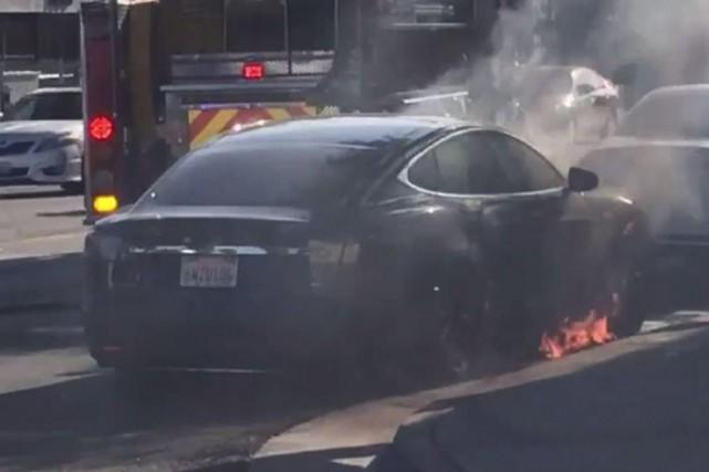 Le dernier incendie Tesla en date est désormais... (Photo YouTube)