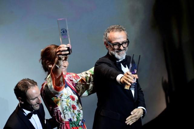 Massimo Bottura a accepté son prix lors d'un... (PHOTO REUTERS)