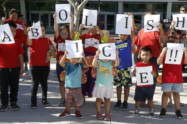 Sur cette photo, des enfants participent à une... (Ross D. Franklin, archives AP)