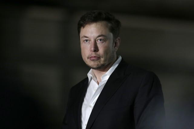 Tesla poursuit en dommages et intérêts un ex-employé... (photo AP)