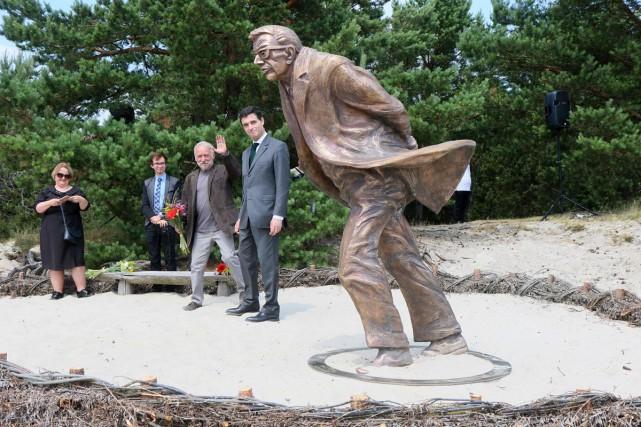 Une statue de bronze représentant Jean-Paul Sartre a... (Photo AFP)