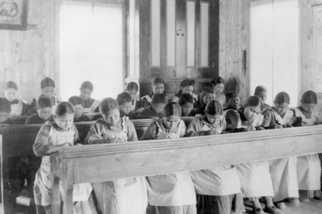 L'entente vise les quelque 20 000 Autochtones toujours... (PHOTO ARCHIVES REUTERS/BIBLIOTHÈQUES ET ARCHIVES CANADIENNES)