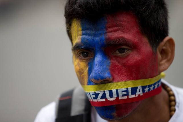 Plus de 500 exécutions extrajudiciaires auraient ainsi été... (Photo Fernando Llano, archives Associated Press)